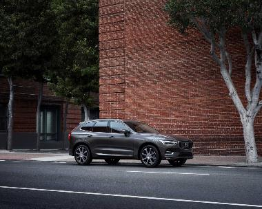 6.-Volvo-XC60_side_right